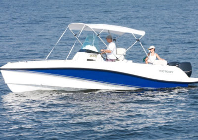 Lancha de Pesca Victory 245 cor Azul