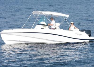 Lancha de Pesca Victory 245 cor branco