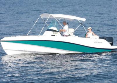Lancha de Pesca Victory 245 cor esmeralda