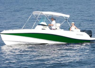 Lancha de Pesca Victory 245 cor verde